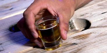 Bere e poi lanciare lalcool